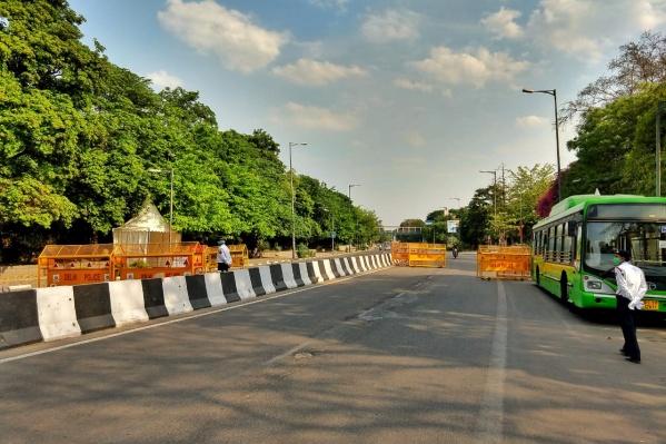 Пустые улицы Дели во время карантина. Обычно здесь пробки