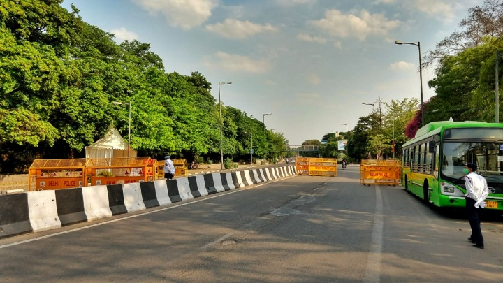 «Безвылазно сидят в отеле»: из-за коронавируса сибиряки застряли в Индии в 40-градусную жару