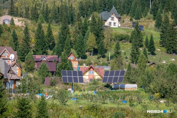 ЛЭП к посёлку Виссариона не протянуты — у каждого дома есть солнечная панель