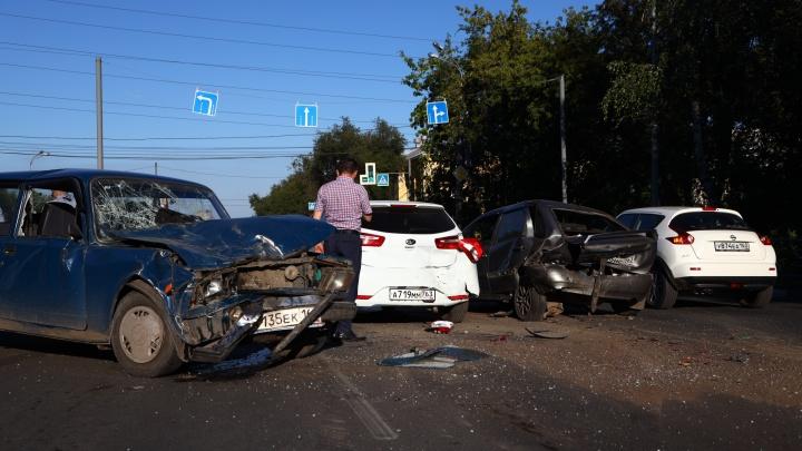 Массовое ДТП парализовало улицу Гагарина