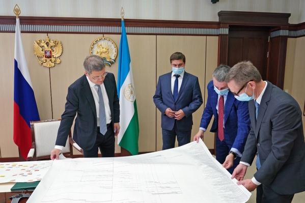 Иностранные инвестиции помогут вывести пчеловодство в Башкирии на новый уровень, считает Хабиров