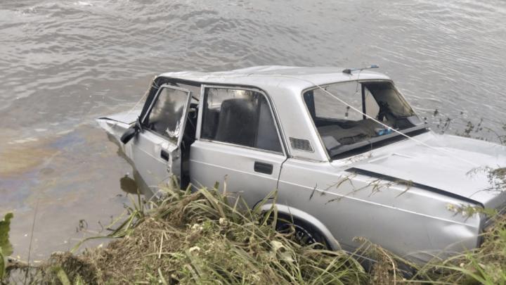 В Башкирии спасатели выловили из реки «семерку», которая «сбежала» от владельца — видео