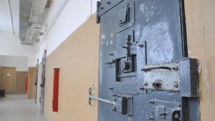 «Комнаты для свиданий превратили в обсерваторы»: как проходит карантин в СИЗО-1, где нашли COVID-19