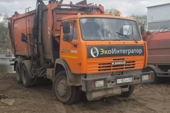 О том, что в Котласе началась забастовка работников «ЭкоСинтеза», сообщили вчера, 14 мая, в сообществе «Сплетник Котласа» во «ВКонтакте». Как сообщили в «ЭкоПрофи», у «ЭкоСинтеза» были «технические неполадки», сегодня мусоровозы вышли на маршруты
