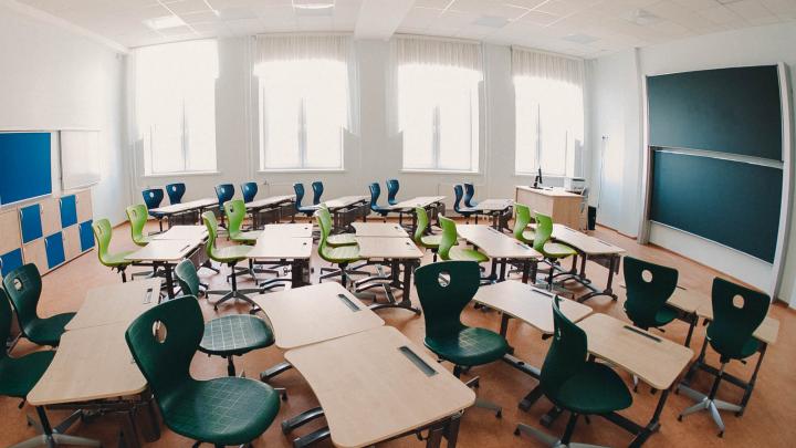 Школы и вузы Тюмени готовятся к дистанту? Ответ оперштаба по COVID-19