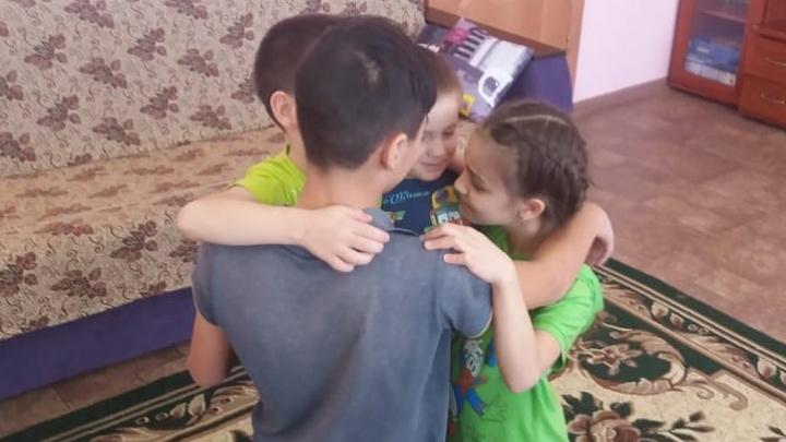 В Башкирии родных братьев и сестру разлучили из-за денег