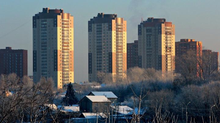 В деревне на 20-м этаже: пятнадцать фото разительных контрастов новосибирской точечной застройки