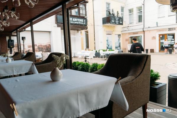 Сейчас в Омске работают только рестораны и кафе с летними верандами