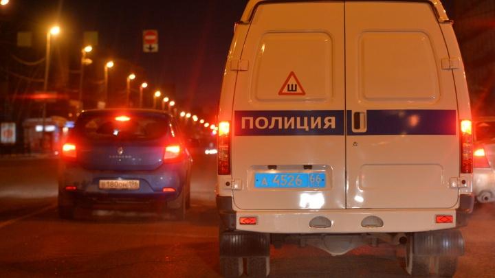 На Эльмаше в микроавтобусе застрелили человека. Нападавший сбежал