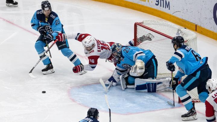 ХК «Сибирь» проиграл ярославскому «Локомотиву» в домашнем матче — исход игры решился в овертайме