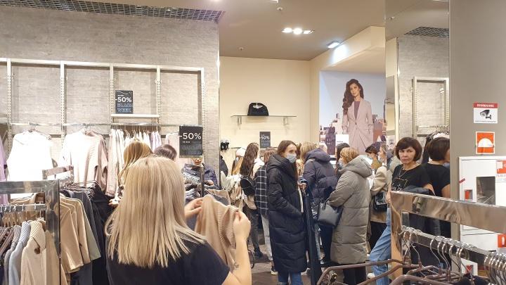 «Черная пятница» в Ярославле: смотрим, что творится в магазинах