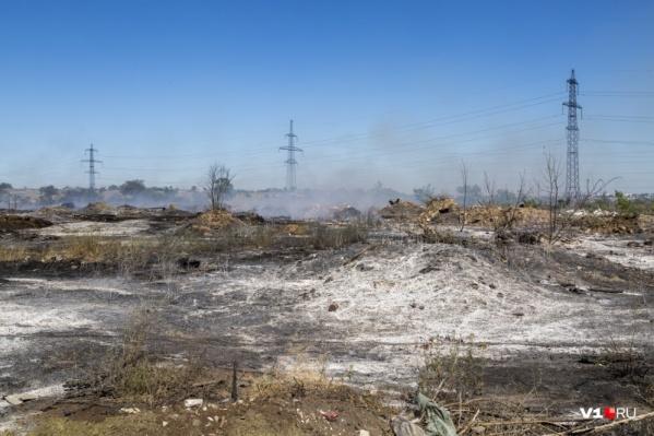 Отходы на закрытой свалке тлеют и отравляют волгоградцев с июня 2020 года