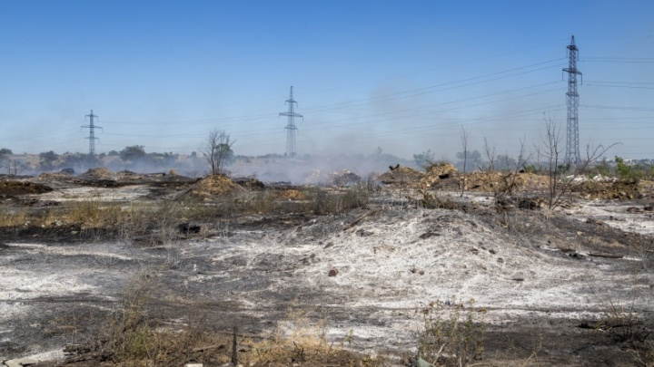 «Вонь в сочетании с морозом — это кошмар»: прокуратура подала в суд на мэрию Волгограда из-за «огненной» свалки