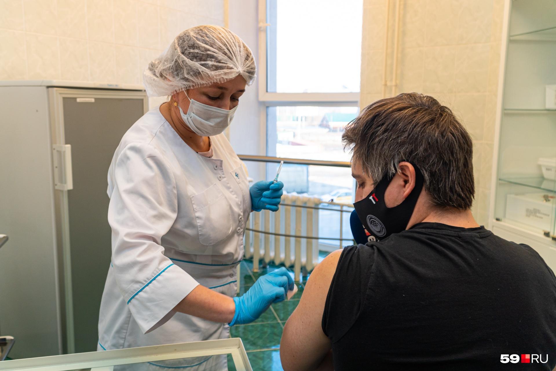 Нашему Тимуру сделали прививку от коронавируса