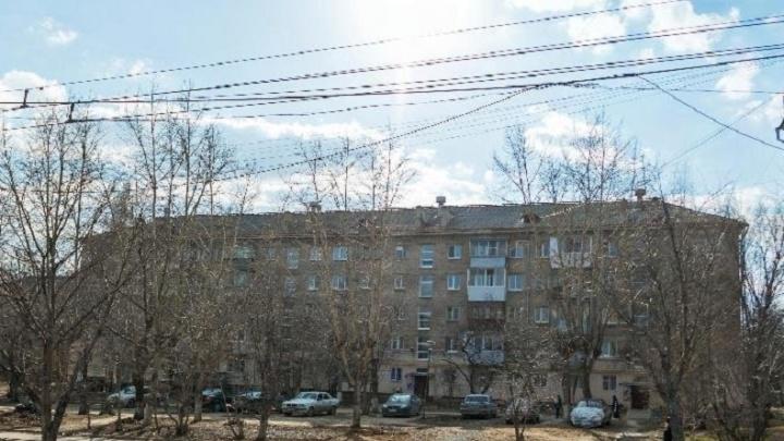 В Екатеринбурге неплательщица за коммуналку будет расплачиваться садовым участком