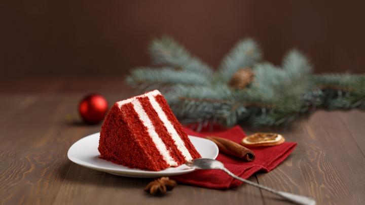 Рождественское чудо: «Куликовский» дарит второй торт каждому покупателю фиолетовой кондитерской