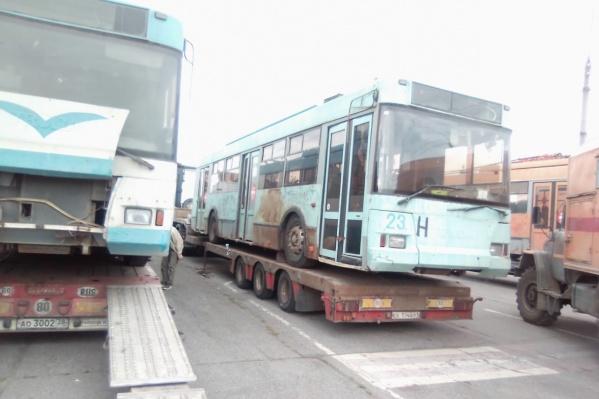 На корпусах троллейбусов отчётливо видна ржавчина — это вызвало негодование горожан в соцсетях