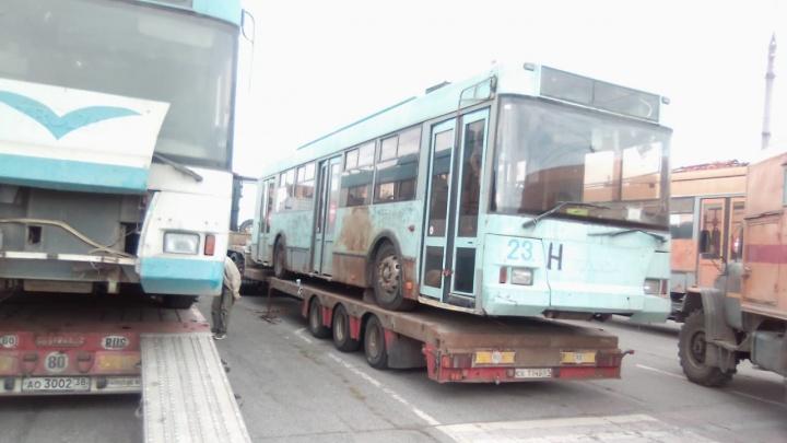 Ржавые троллейбусы из Твери начали ремонтировать в Новосибирске — в «ГЭТ» рассказали, когда они выйдут на линию