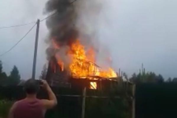 В Ярославской области три часа тушили сильный пожар