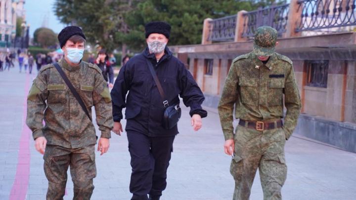 СМИ Екатеринбурга обратились в полицию с просьбой проверить «казаков», пристававших к людям из-за внешности
