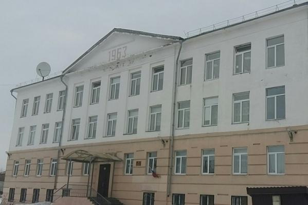 """Школа <nobr class=""""_"""">№ 54</nobr> расположена на острове Бревенник — на окраине Архангельска"""