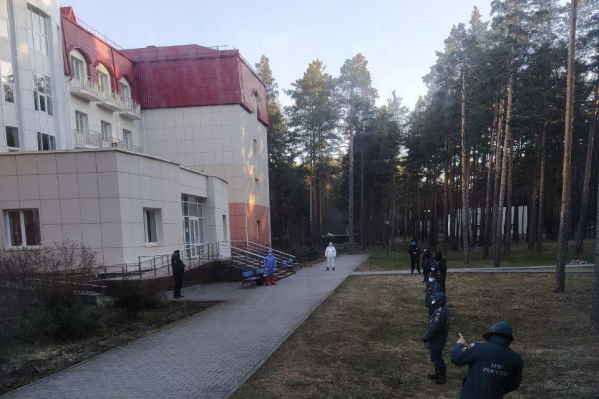 Конвой полиции и МЧС встречал туристов в обсерваторе, сегодня охраны гораздо меньше