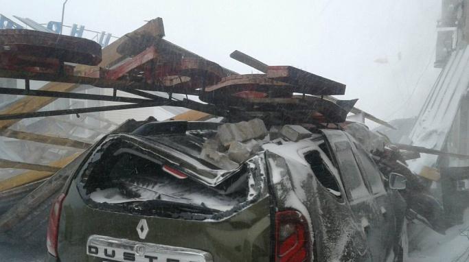 «Ветер может опрокинуть машину»: ГИБДД просит водителей в Зауралье не садиться за руль