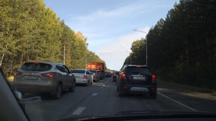 «На дороге — коллапс»: Режевской тракт встал в глухую пробку