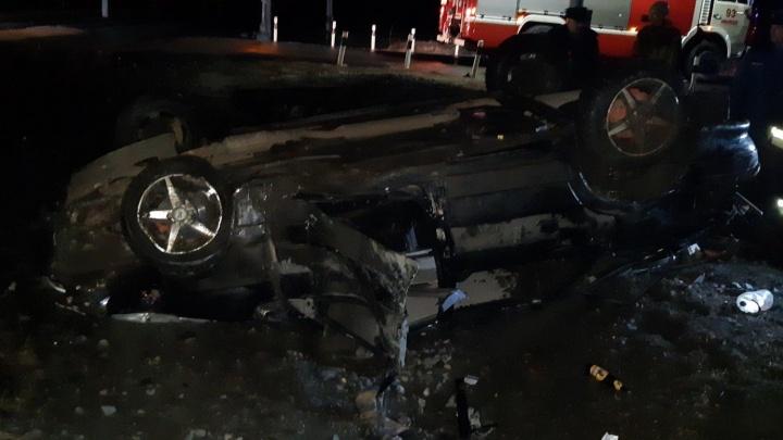 Поезд снес автомобиль на ж/д переезде под Заводоуковском: троих пострадавших увезли в больницу