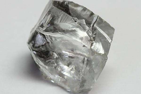 Это уже второй крупный алмаз, добытый на месторождении имени В. Гриба в этом году. Первый алмаз был еще крупнее — его масса составляла86,46 карата