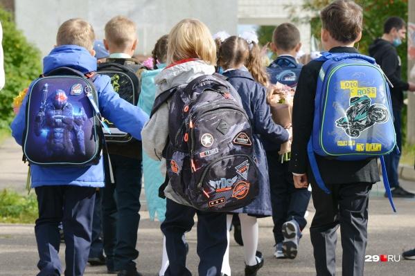 Коронавирус с 1 сентября затронул учебный процесс в 61 школе региона
