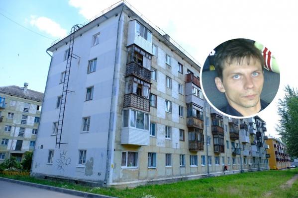 Место ЧП: спасатель Александр Инюшин стал очевидцем несчастного случая, не растерялся и оказал ребенку, выпавшему с четвертого этажа, первую помощь