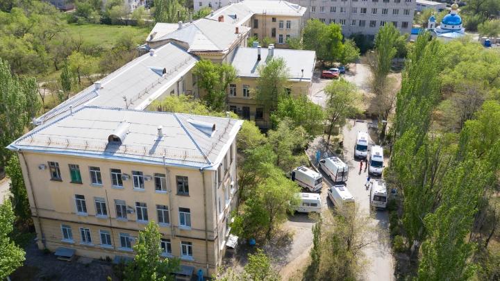 В больницах Волгограда 1220 человек с подозрением на COVID-19