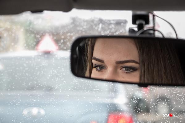 Косметолог советует поменьше хмуриться и не оставлять макияж на ночь