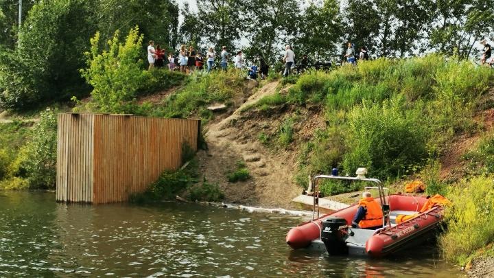 Нырнул и не всплыл: спасатели ищут в озере на Татышеве парня
