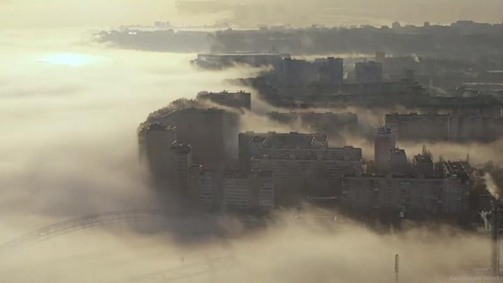 Видео дня. Фантастический туман над Нижним Новгородом
