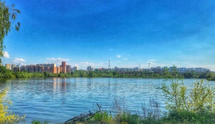 В Новосибирске в котловане на Большой утонул мужчина