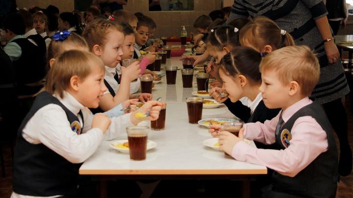 На бесплатные завтраки для омских школьников выделили денег на три года вперёд