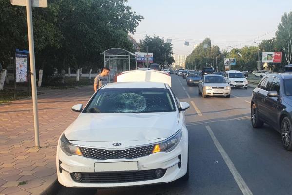 Пешеходы отлетели на лобовое стекло автомобиля