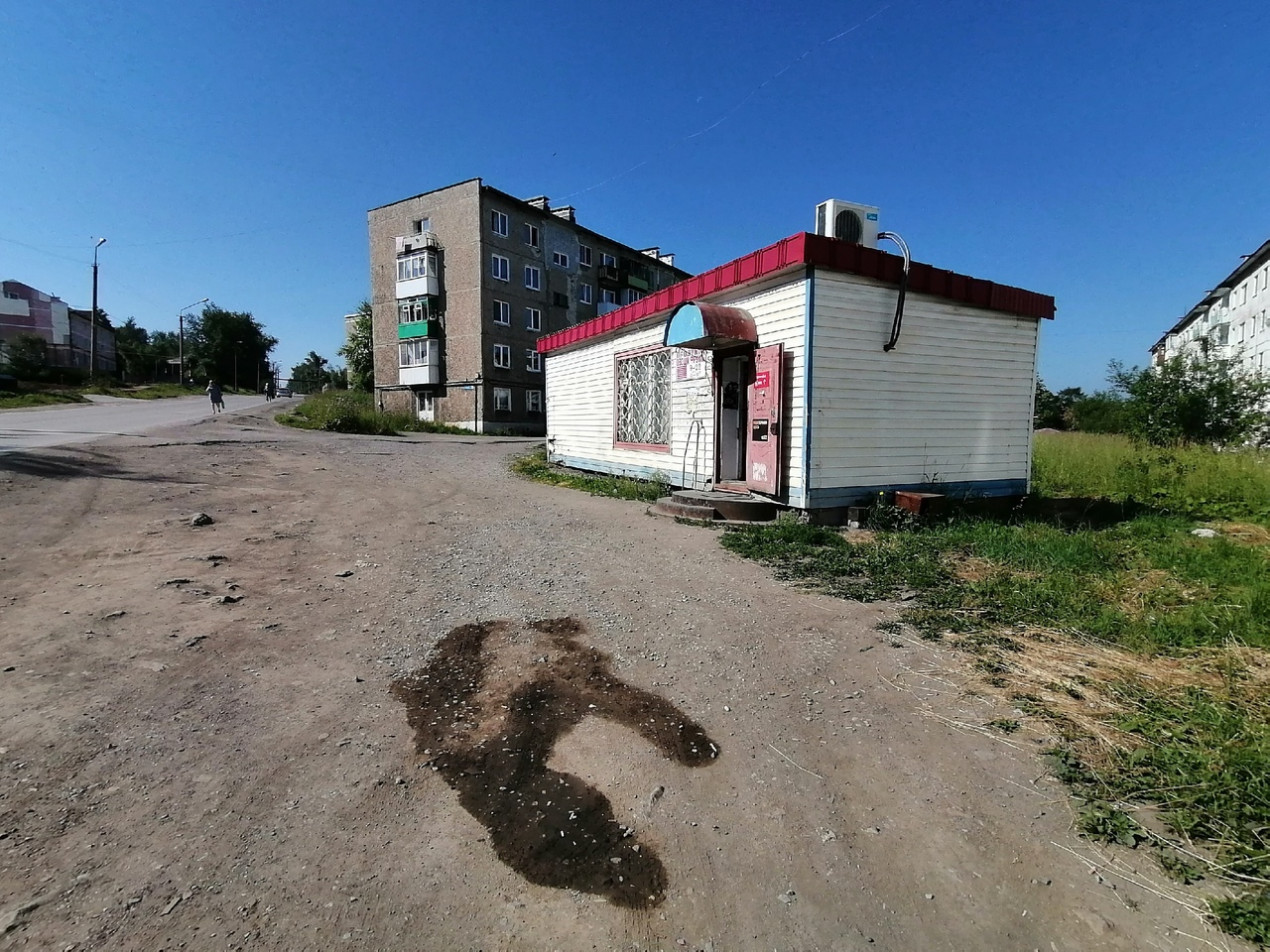 Место трагедии: здесь нет тротуара, девушки шли по обочине