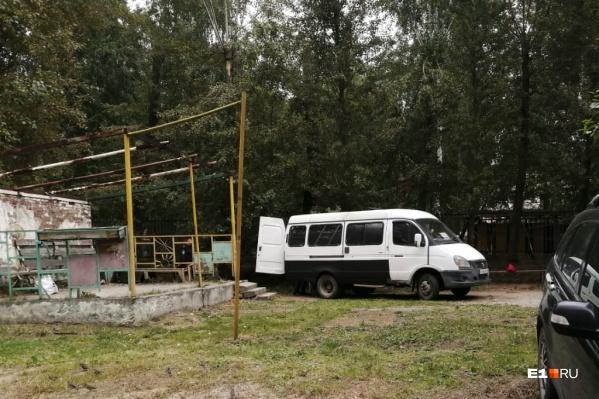 Тело обнаружили по соседству с детской площадкой и садиком