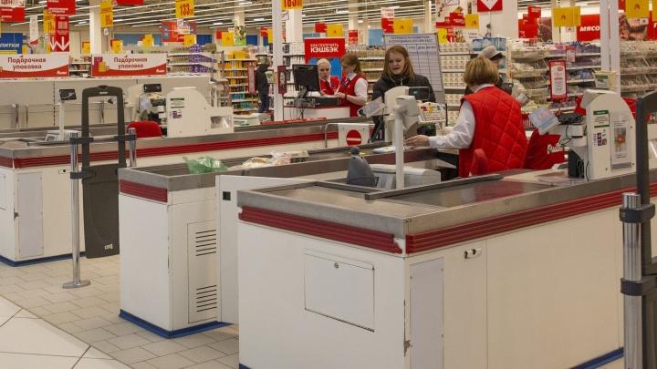 «Четыре ножевых»: в Ярославской области вор у кассы напал на охранника магазина