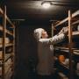 Своя сырная пещера и истинный камамбер: как устроена тюменская мастерская, где варят сыры не хуже французских