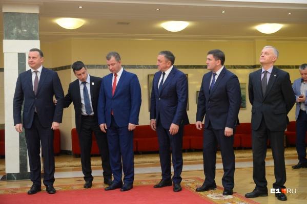Министры и клерки из свердловского правительства будут получать зарплату меньше
