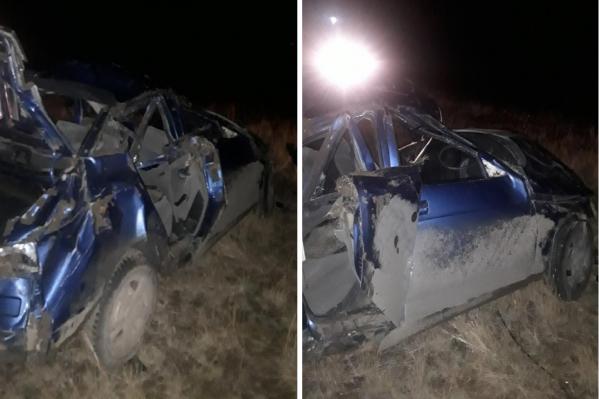 Судя по повреждениям машины, пассажиры уцелели чудом