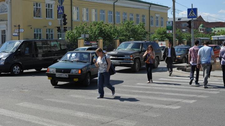 В Тюмени лжеследователя и его друзей осудили за автоподставы с дорогими иномарками