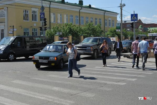Банда искала дорогую машину и убеждала водителя, что он сбил пешехода