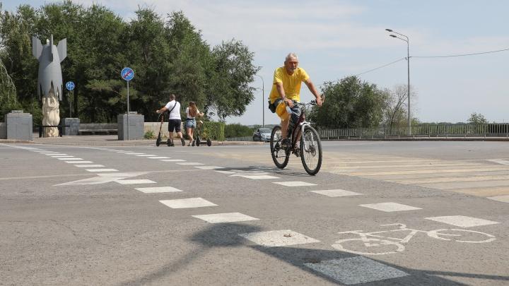 «Теперь будет меньше на 700 нарушителей»: на оживленном перекрестке в центре Волгограда нарисовали велопереезд