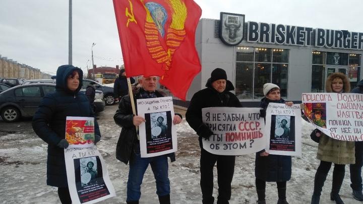 «Наша Родина — СССР!»: жители Котласа вышли на массовый пикет