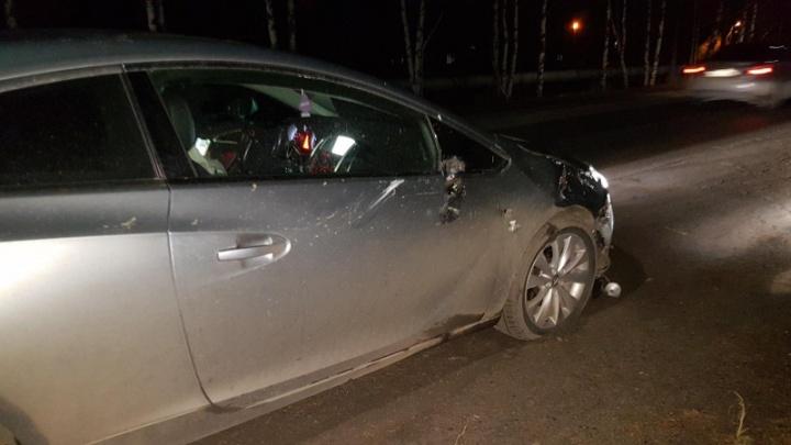 В Онеге автомобиль сбил пьяного пешехода. Он переходил дорогу в неположенном месте